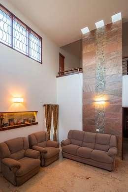 Living room high ceiling: modern Living room by Myriadhues