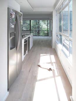 Pasillo: Pasillos y recibidores de estilo  por AWA arquitectos