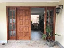 Puerta de acceso : Puertas de estilo  por Área Urbana Arquitectos SpA