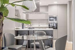 Sesión de fotos para la diseñadora de interior Cristina Salafranca: Cocinas de estilo moderno de Luzestudio Fotografía
