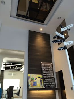 Foyer Depan:  Koridor dan lorong by Lighthouse Architect Indonesia