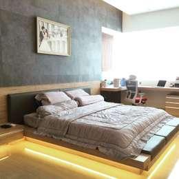 Master Room :  Kamar Tidur by Lighthouse Architect Indonesia
