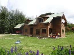 Casa sector Río Claro, Coyhaique: Casas de campo de estilo  por casa rural