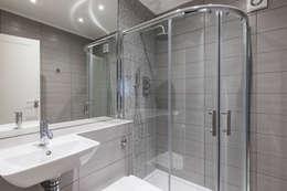 Baños de estilo moderno por Model Projects Ltd