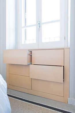 HOUSE #ABC: Camera da letto in stile in stile Moderno di VITAE DESIGN STUDIO