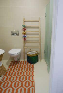 WC: Casas de banho ecléticas por Tangerinas e Pêssegos