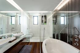 Marta House  - Architecture:  Risco Singular-Arquitectura Lda  Arqº. Paulo Costa e Arqª. Sónia Abreu: Quartos minimalistas por Risco Singular - Arquitectura Lda
