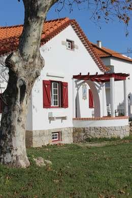 Habitar tradição: Casas unifamilares  por Rodrigo Roquette