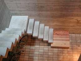 Escadas  por 株式会社 ギルド・デザイン一級建築士事務所