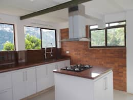 Cocinas integrales Hermosas: Cocinas integrales de estilo  por Omar Plazas Empresa de  Diseño Interior, Cocinas integrales, Decoración
