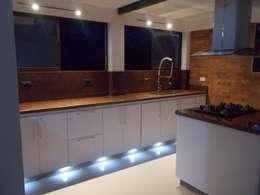 Cocinas integrales Hermosas: Cocinas de estilo moderno por Omar Plazas Empresa de  Diseño Interior, Cocinas integrales, Decoración