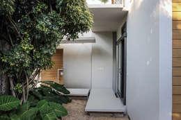 Puertas de estilo  por PAUL CREMOUX studio