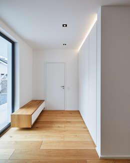 luxuri ses flachdachhaus in bornheim zelebriert modernes wohnen und natur. Black Bedroom Furniture Sets. Home Design Ideas