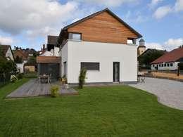 Ansicht Garten Hof Terrasse: moderne Häuser von Herrmann Massivholzhaus GmbH