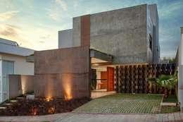 Casas unifamiliares de estilo  por Etni Arquitetura