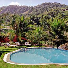 Albercas de jardín de estilo  por Maria Claudia Faro