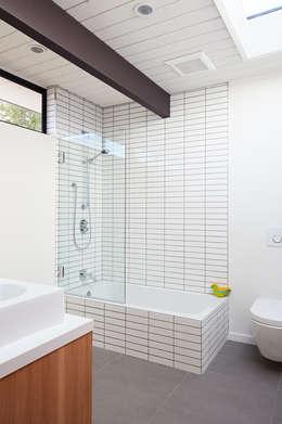 Ванные комнаты в . Автор – Klopf Architecture