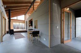 自然と戯れる家: 風景のある家.LLCが手掛けたです。