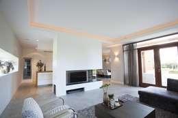 Ruang Keluarga by Thijssen Verheijden Architecture & Management