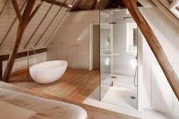 Droomhuis in Rijksmonumentale boerderij: moderne Badkamer door ODM architecten - erfgoed & architectuur