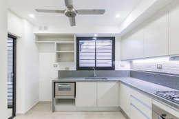 Casa 2C - REFORMA y AMPLIACIÓN : Cocinas de estilo moderno por D'ODORICO OFICINA DE ARQUITECTURA