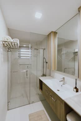 Toilet and Bath: modern Bathroom by Living Innovations Design Unlimited, Inc.
