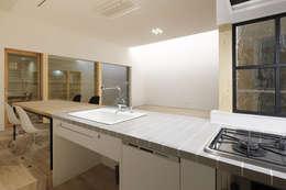山の手コートハウス: 一級建築士事務所 Atelier Casaが手掛けたキッチンです。