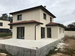 Nhà gia đình by VILLE ET HABITAT construction