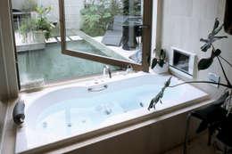 バリリゾートの家: 株式会社 ギルド・デザイン一級建築士事務所が手掛けた浴室です。