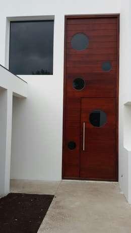 Puertas de madera de estilo  por Estudio A+I