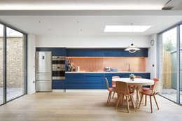 مطبخ تنفيذ Phillips Tracey Architects