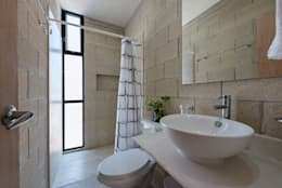 industrial Bathroom by Duarte Aznar Arquitectos