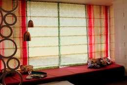Residential Interior Projects:  Corridor & hallway by deZinebox