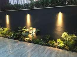 Jardines de estilo moderno por Au dehors Studio. Architettura del Paesaggio
