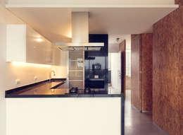 Edificio VH: Cocinas de estilo moderno por BCA taller de diseño