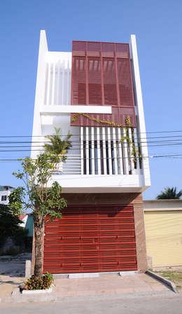 Mặt tiền ngôi nhà phố 3 tầng:  Nhà gia đình by Công ty TNHH Xây Dựng TM – DV Song Phát