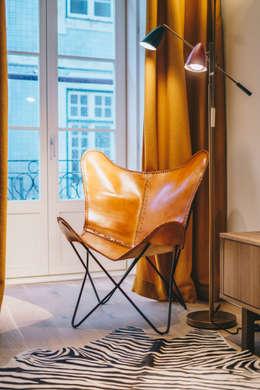 Rua Cor de Rosa - T1 : Sala de estar  por YS PROJECT DESIGN