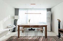 압구정미성아파트: 한디자인 / HAN DESIGN의  거실