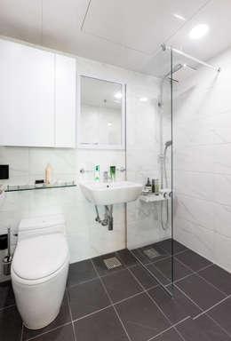 압구정미성아파트: 한디자인 / HAN DESIGN의  화장실
