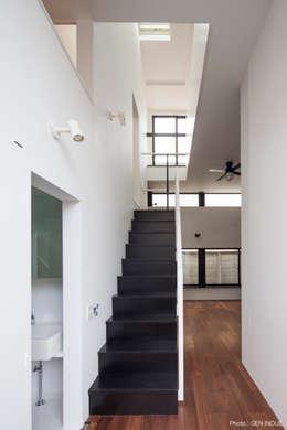玄関前の階段: 石川淳建築設計事務所が手掛けた階段です。