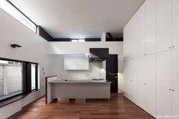 アイランド式キッチン: 石川淳建築設計事務所が手掛けたキッチンです。