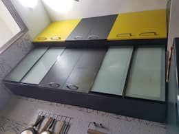 Navi Mumbai flat: modern Kitchen by Creative Focus