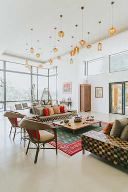 D House: eclectic Living room by Living Innovations Design Unlimited, Inc.