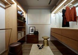 更衣間:  更衣室 by 樸十設計有限公司 SIMPURE Design