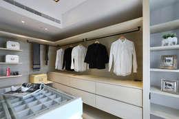 Closets de estilo ecléctico por 喬克諾空間設計