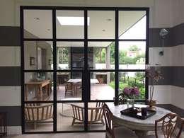 Jardines de invierno de estilo clásico por Estudio Dillon Terzaghi Arquitectura