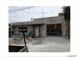 Fachada Proceso de Modificación: Casas de estilo minimalista por OmaHaus Arquitectos