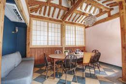 'Hyehwa1938' - korean modern traditional house: 참우리건축의  다이닝 룸