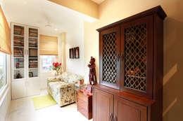 Lotus Apartment: modern Study/office by Saloni Narayankar Interiors