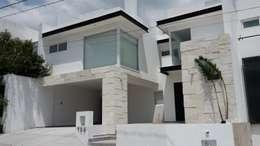 Rumah tinggal  by RIVERA ARQUITECTOS